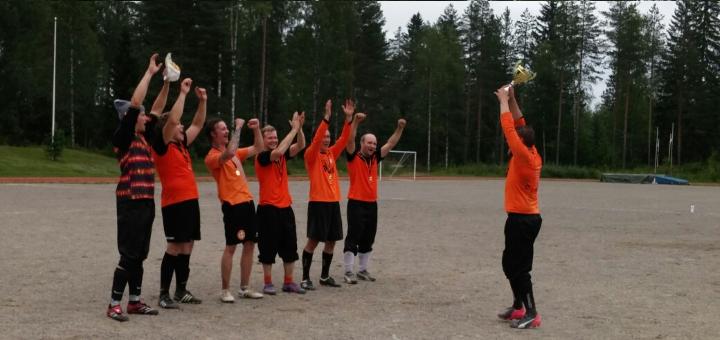 FC JuPa juhli mestaruutta viime vuonna.
